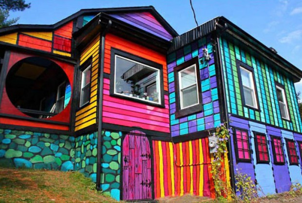 Katwises-Rainbow-House-Brooklyn-New-York-2-620x418 - Just ... on patriotic home design, arch home design, river home design, tree home design, glow home design, pinks home design, europe home design, neutral color home design, bohemian home design, rabbit home design, grey home design, tornado home design, bad home design, glam home design, asia home design, horizon home design,